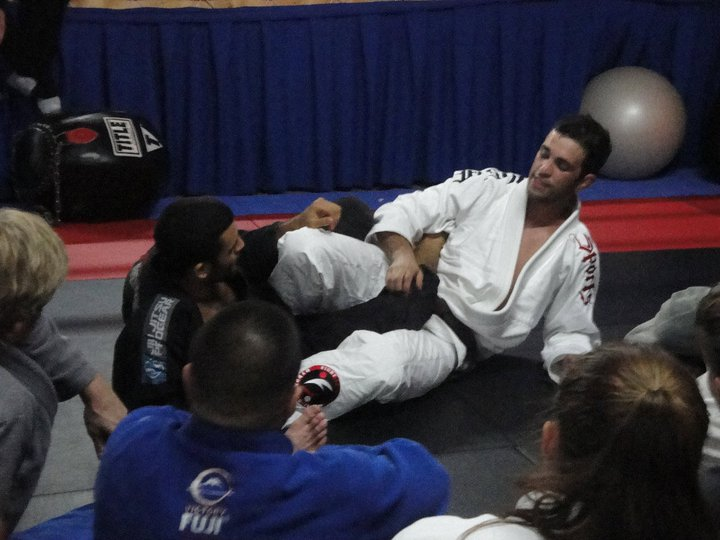 Roli demonstrating a leglock
